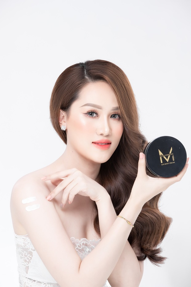 model-cosmetic-tin-dung-4