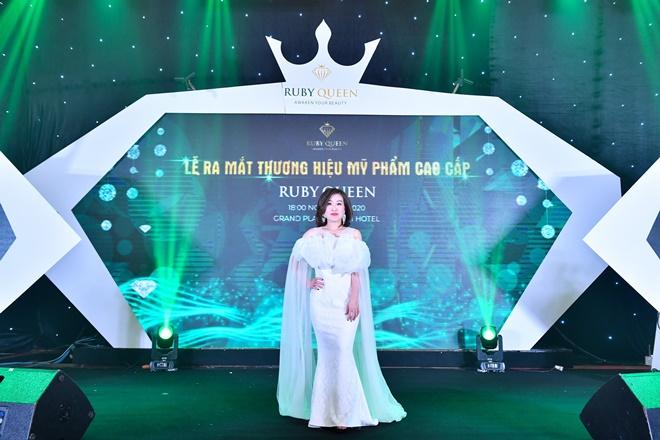 hong-nhung-ruby-queen-3